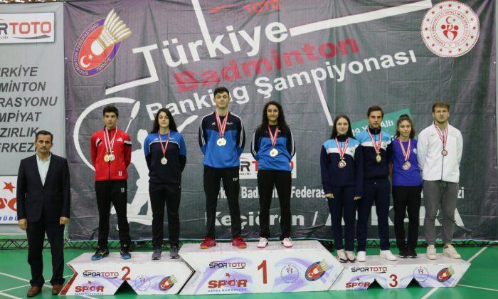 Genç Badmintoncular umut verdi