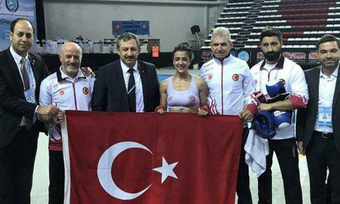 Kick Boksçu Emine Arslan, dünya şampiyonu oldu