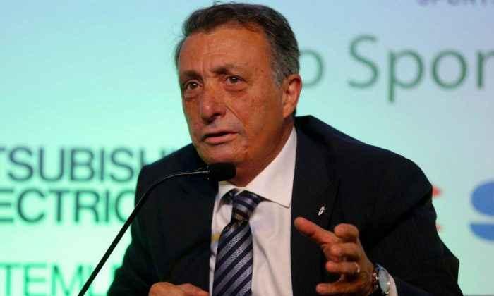 Ahmet Nur Çebi'nin dirseği kırıldı