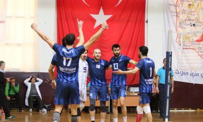 Büyükşehir Kağıtspor voleybolda liderliği geri aldı