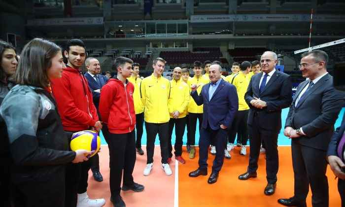 Bakan Çavuşoğlu'dan TVF Başkent Voleybol Kampüsü'ne ziyaret