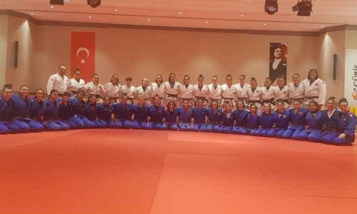 Ümit Kadın Milliler Antalya'da hazırlık kampında