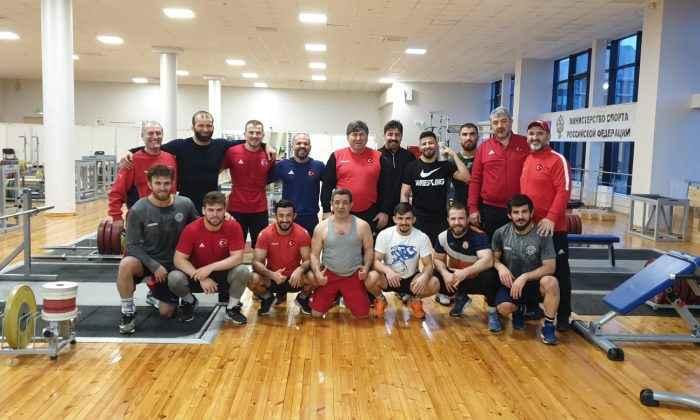 Serbest Güreş Milli Takımımız hazırlıklarını Rusya'da sürdürüyor