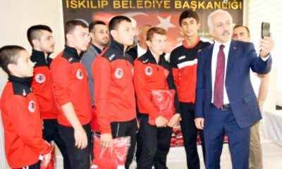 Zeki Gül'den güreş takımına moral ziyareti