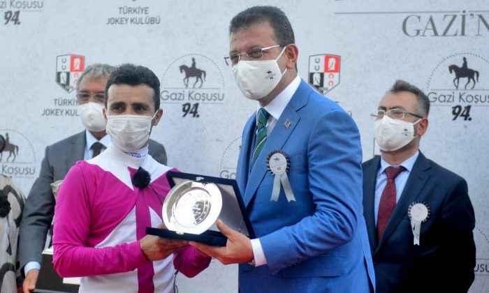 Şampiyon jokey Ahmet Çelik Gazi Koşusu'nu anlattı