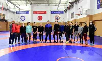 Kadın Güreş Milli Takımı, İBBSK Cebeci Tesisleri'nde kampa girdi