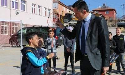 Badminton Federasyonu'ndan köy okullarına malzeme desteği