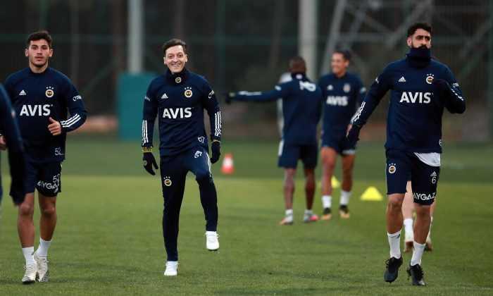 Mesut Özil Fenerbahçe'de ilk antrenmanına çıktı!