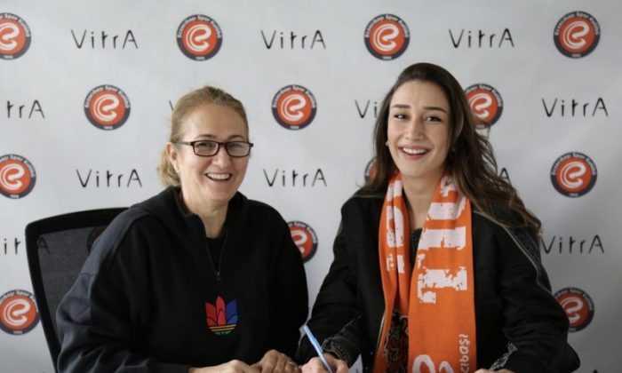 Eczacıbaşı VitrA, Hande Baladın ile devam dedi