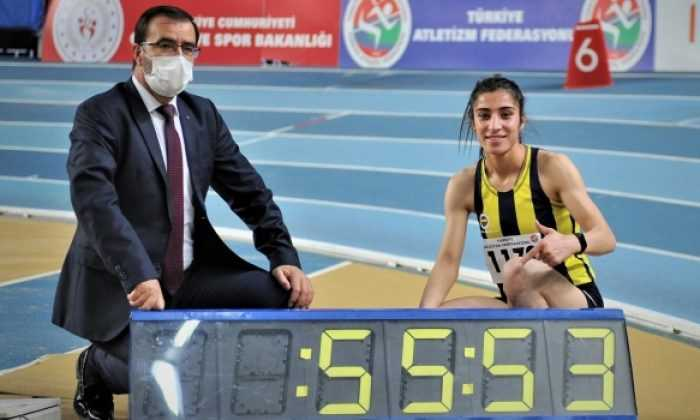 Milli atlet Nevin İnce 400 metrede rekor kırdı