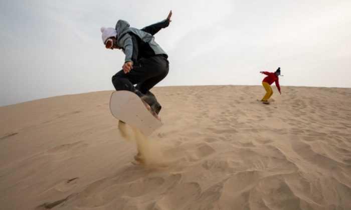 Snowboard sporcuları Kum Sörfü yapacak