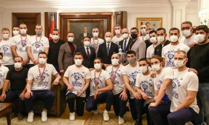İçişleri Bakanı Süleyman Soylu AXA Sigorta Efeler Ligi'nin Yeni Ekiplerini Kabul Etti