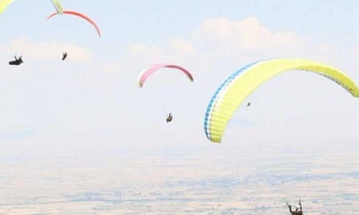Akşehir Yamaç Paraşütü Mesafe Yarışması Kayıtları Başladı