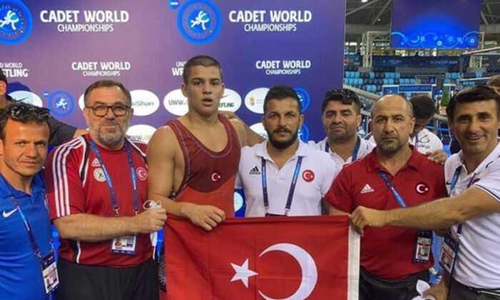 Milli Güreşçi Rıfat Eren Gıdak Yıldızlarda Dünya Şampiyonu Oldu