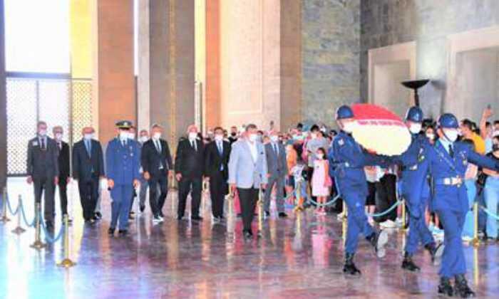 Türkiye Spor Yazarları Derneği Anıtkabir'i Ziyaret Etti