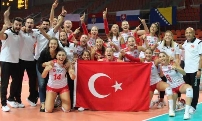"""Voleybol U19 Kadın Milli Takımı """"Yılın Takımı"""" Ödülü Aldı"""