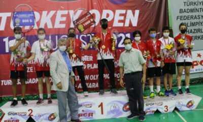 15 Yaş Uluslararası Badminton Turnuvası'nda 19 Madalya Kazandık