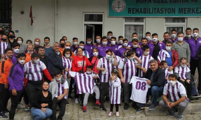 Artvin Hopaspor Yönetimi ve Futbolcularından Anlamlı Ziyaret