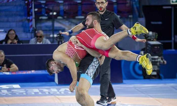 Güreşçi Burhan Akbudak, Dünya Şampiyonası'nda finale yükseldi
